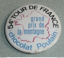Vintage Ancien Badge En Tôle émaillée, Chocolat POULAIN, 54e Tour De France Grand Prix De La Montagne, Meilleur Grimpeur - Chocolate