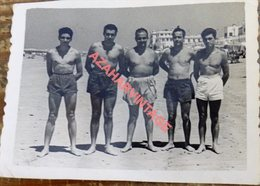 Semi Nude Young Men Pose For A Photo Hugging.Men Gay,80x60mm - Personnes Anonymes