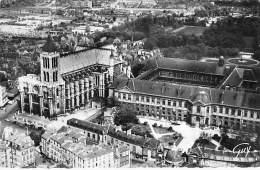 93 - SAINT DENIS La Basilique Et La Maison De La Légion D'Honneur - CPSM Dentelée Noir Blanc Format CPA - Seine St Denis - Saint Denis