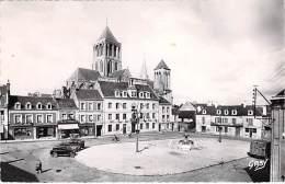 14 - ST PIERRE SUR DIVES Place De L'Hotel De Ville ( Commerces Autos ) CPSM Dentelée N/B Format CPA 1952 - Calvados - Other Municipalities