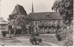 27 - CONCHES - Le Jardin De L' Hôtel De Ville - Conches-en-Ouche