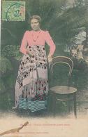 MAJUNGA - FEMME CHARMANTE EN GRANDE TENUE - Madagascar