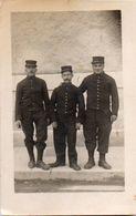 83Ve  Carte Photo Soldats Du 14/ 111eme Regt Envoyée Par Sube Maximin De Oraison Ou Lurs 04 ? - Uniformen