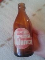 ANTIGUA BOTELLA DE CERVEZA OLD BOTTLE OF BEER DE ESPAÑA SPAIN LA CRUZ BLANCA CERVEZAS DE MADRID SANTANDER CÁDIZ VIGO VER - Cerveza