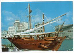 E.A.U ---DUBAI --1987--Vue De Dubaî  ( Bateau) -- - Emirats Arabes Unis