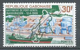 Gabon YT N°229 Raffinerie De Port-Gentil Neuf ** - Gabon (1960-...)