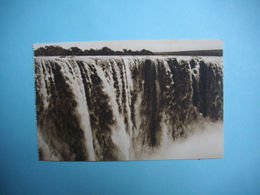 ZIMBABWE  -  Victoria Falls  -  The Main Fall  -  Full Flood  -  Chutes Victoria  - Fleuve Zambèze  - - Simbabwe