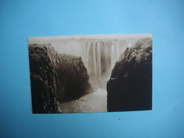 ZIMBABWE  -  Victoria Falls  -  The  Entrance To The Gorge  -  Chutes Victoria  - Fleuve Zambèze  - - Zimbabwe