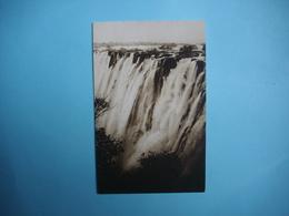 ZIMBABWE  -  Victoria Falls  -   The Rainbow From Eastern End   -  Chutes Victoria  - Fleuve Zambèze  - - Zimbabwe