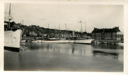 PHOTO  TROUVILLE DEAUVILLE  1933 LE BASSIN DES YACHTS    FORMAT  11.50 X 7.00 CM - Orte