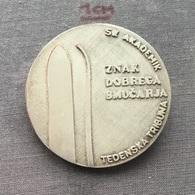 Badge (Pin) ZN006715 - Skiing Yugoslavia Slovenia Smucarski Klub Akademik - Winter Sports