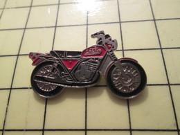 PIN413H Pin's Pins / Rare Et Beau : MOTOS / MOTO ROUTIERE ROUGE ET NOIRE CAGIVA - Motorräder