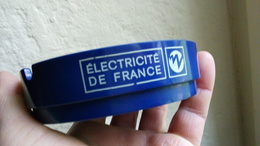 CENDRIER ELECTRICITE DE FRANCE - PLASTIQUE BLEU 9cm - Sérigraphie EDF Electricité De France - Ashtrays