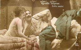 - Themes - Ref-A414- Guerre 1914-18 - Patriotique - Agreable Surprise - Enfin Seuls - Couple - Poilus - Patriotiques