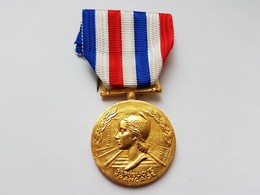 Médaille D'honneur Des Chemins De Fer Année 1981 - Francia