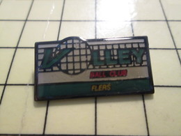 PIN417 Pin's Pins / Rare Et Beau : SPORTS / VOLLEY-BALL CLUB FLERS ORNE NORMANDIE - Volleyball
