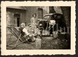 REAL Photo / Foto / Photograph / Car / Voiture / Homme / Man / Femmes / Women / Fille / Girl / Size: 6.50 X 9 Cm. - Automobili