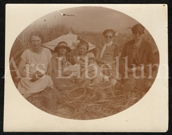 Real Photo / Foto / Blankenberge / La Plage / Strand / Family / Famille / Size: 8.90 X 11.40 Cm. / 1927 - Personas Anónimos