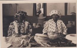 190921Suriname, Paramaribo  Hoedenvlechsters - Surinam