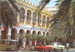 DJIBOUTI -  Bar Du Palmier En Zinc ( Automobiles 404 Et Décapotable ) CPSM GF - AFRIQUE Noire Africa - Dschibuti