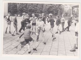 Photo NEDERLAND Hollande Flandre Belgique -ecole Eleve Recreation Jeux Garcon 1960 - Scholl Leerling Speeltuin  Jongen - Lieux