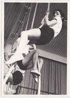 Photo NEDERLAND Hollande Belgique -ecole Eleve Recreation Jeux Corde 1960 - Scholl Leerling Speeltuin Touw  Jongen - Sports