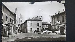 Remoulins La Place Et L Eglise - Remoulins