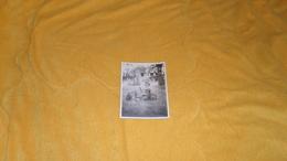 PHOTO ANCIENNE DE 1931 / A IDENTIFIER. / ANOTATION AU DOS GINETTE AU VOLANT. / SCENE ENFANT VOITURE - Persone Anonimi