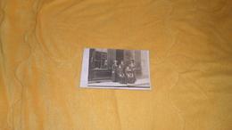 CARTE POSTALE PHOTO ANCIENNE NON CIRCULEE DATE ?. / A ETUDIER / COMMERCE NON SITUE CHAUSSURES REPARATIONS / FRAISETTE AU - Negozi