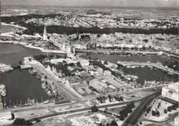CPSM La Rochelle Le Port Et Les Bassins Vue Aérienne - La Rochelle