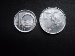 TCHECOSLOVAQUIE  = 2 MONNAIES DE 10 ET 50 H DE  1996 ET 1998 - Czechoslovakia