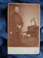 Photo Cabinet J. Vanderpaal à Anvers - Militaire Belge, Régiment D'artillerie En Pose Avec Une Femme Vers 1890 L371 - Alte (vor 1900)