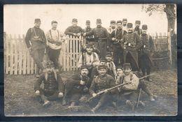 Carte Photo. Groupe De Soldats - Régiments