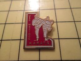PIN417 Pin's Pins / Rare Et Beau : SPORTS / KARATE CLUB MEZIDON Ton Pied Dans Sa Face CALVADOS NORMANDIE - Judo