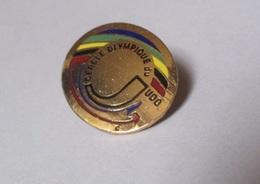 Pin's Cercle Olympique Du Judo (logo Doré) - Judo