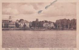 190926Paramaribo, Plain Met Gouvernements Hotel (rechterkant 3 Punaisegaatjes) - Surinam