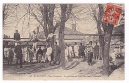 Jolie CPA Saint-Maixent, Cours Saragosse, Gymnase Du 114e Rég. D'infanterie. A Voyagé En 1913 - Barracks