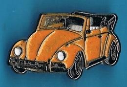 PIN'S //   ** VOLKSWAGEN ** COCCINELLE ** CABRIOLET JAUNE ** . (© Qualité Collectors Série Limitée) - Volkswagen