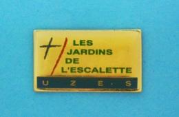 1 PIN'S //   ** UZÈS ** LES JARDINS DE L'ESCALETTE ** . (Alann MARK'S) - Villes