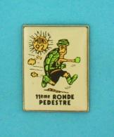 1 PIN'S //   ** MONS 92 ** 11ème RONDE PEDESTRE ** GARD / CÉVENNES ** - Badges