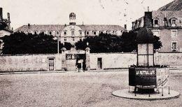 X72080 LE MANS Sarthe Colonne MORRIS Urinoir CASERNE CAVAIGNAC 26e Regiment ARTILLERIE 1907 à THIBAULT Place Vosges Pari - Le Mans