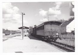 22 Saint St Caradec Vers Loudéac PHOTO Train Voyageurs Locomotive Vapeur En Gare Wagons Couverts Le 01/08/1958 VOIR DOS - Trains