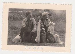 26482 Trois 3 Photo -Belgique Bohan Semois - Années 1950 - Camping Femme - Lieux
