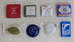 Lot De 8 Mini-savons Publicitaires: Naturals, Roger & Gallet, Damana, Le Train Bleu, L'Occitane, Vison... - Other