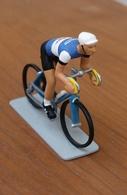 Figurine En Métal (Plomb?): Coureur Cycliste De 6 Cm - Equipe Todeka, Publicité Magicrème - Figurines