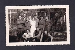 Photo Originale Guerre 39-45 Soldats Francais Prisonniers Internes En Suisse Interlaken Infirmieres ( Noms Au Verso) - Guerre, Militaire