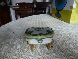 Petite Bonbonnière En Porcelaine - Ceramics & Pottery