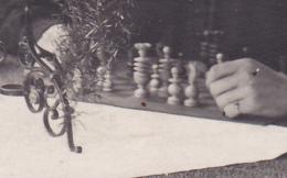 Carte Photo - Hôpital Militaire De Soest - Un Officier Blessé à L'oeil Droit Joue Aux échecs Avec Une Infirmière - 1918 - Echecs