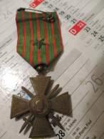 Médaille Croix De Guerre 1914 1918  - Une étoile Sur Le Ruban - Bronze ?  - Bt1 -  R/v - France