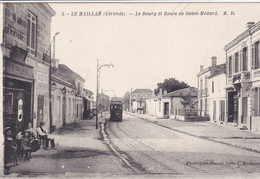 33. LE HAILLAN. CPA . LE BOURG ET ROUTE DE SAINT- MEDARD. ANIMATION AU BAR - France